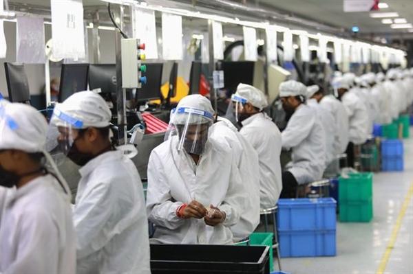 """Lệnh cấm 59 ứng dụng Trung Quốc sẽ làm tổn hại lợi ích thương mại của một số công ty Trung Quốc nhưng Ấn Độ không có khả năng """"gây tổn hại cho nền kinh tế đầy áp đảo của Trung Quốc""""."""