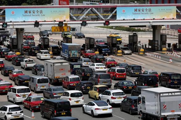 Những tấm bảng giới thiệu về luật an ninh quốc gia được đặt tại Hồng Kông. Nguồn ảnh: Reuters.