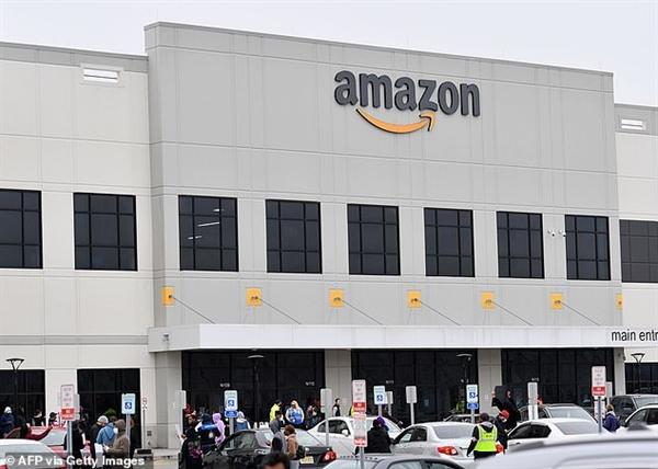 Trong đại dịch COVID-19, các đơn đặt hàng tại nhà của Amazon tăng vọt khi người tiêu dùng đẩy mạnh mua sắm thương mại điện tử. Đây cũng là 1 trong những động lực giúp cổ phiếu này tăng giá trong thời gian qua.