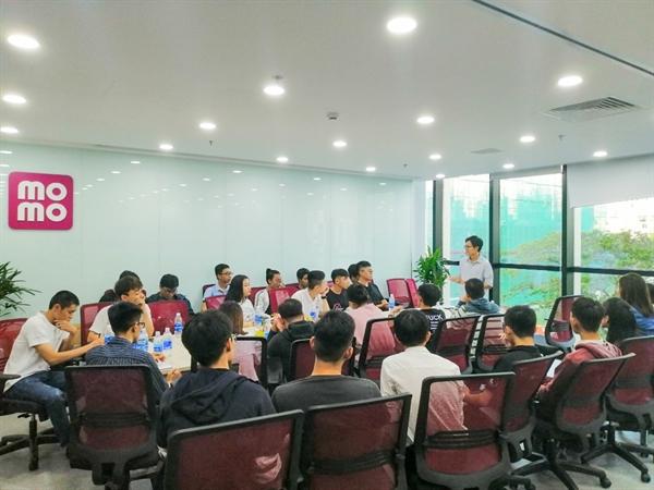 Các buổi Workshop với chủ đề đa dạng thường xuyên được tổ chức tại MoMo, mang đến nhiều kiến thức hữu ích.