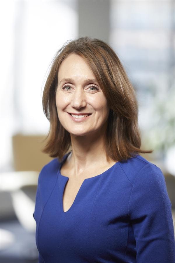 """Bà Elizabeth M. Cousens - người đứng đầu Quỹ LHQ gọi quyết định này là """"thiển cận, không cần thiết và nguy hiểm một cách rõ ràng"""". Nguồn ảnh: World Learning INc."""