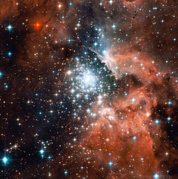 Nhóm các ngôi sao này là một trong những cụm sao trẻ lớn nhất trong Dải ngân hà.