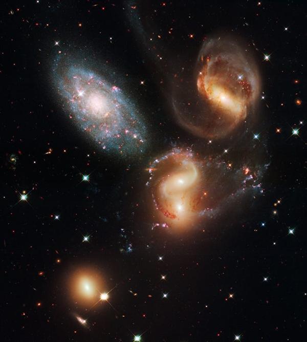 Stephan's Quintet là một nhóm nhỏ gồm năm thiên hà trong chòm sao Pegasus.