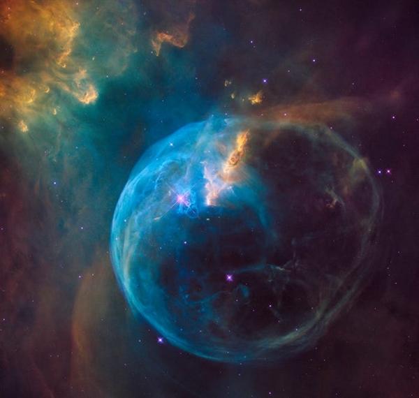 Tinh vân Bong bóng là một tinh vân phát xạ nằm cách Trái đất 8.000 năm ánh sáng.