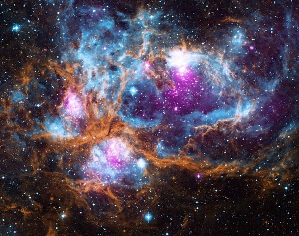 Tinh vân Tôm hùm là một đám mây bụi và khí khổng lồ nằm cách Trái đất khoảng 5.500 năm ánh sáng.