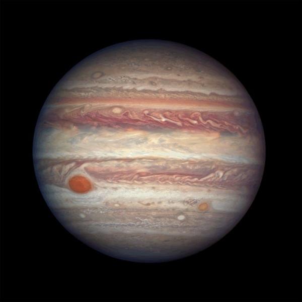 Hành tinh lớn nhất trong hệ mặt trời của chúng ta, Sao Mộc, có một tên gọi khác là Great Red Spot rộng gần bằng Trái đất. Hình ảnh này được chụp khi sao Mộc khoảng 416 triệu dặm từ Trái đất.