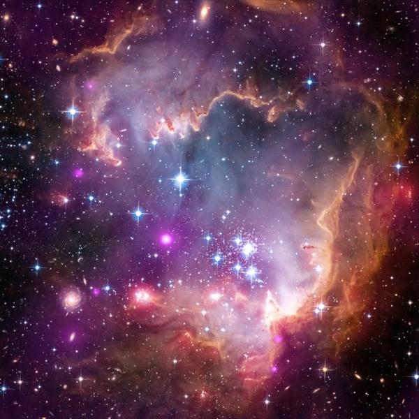 NGC 602 là một cụm mở nằm trong Đám mây Magellan nhỏ, một trong những thiên hà gần nhất với Dải Ngân hà.