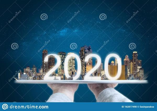 2020 tăng cường công nghệ thực tế, công nghệ mới và đầu tư kinh doanh theo xu hướng mới. Nguồn ảnh: Dreamstime.