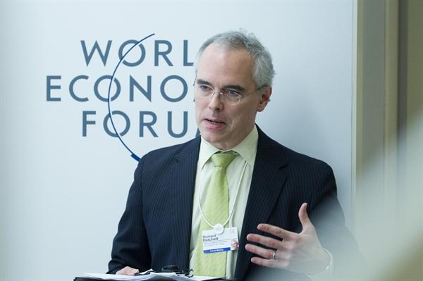 """Ông Richard Hatchett - Giám đốc điều hành CEPI chia sẻ: """"Thế giới trong thế kỷ 21 cần loại quan hệ đối tác công-tư này, nơi mỗi """"diễn viên"""" quốc gia trong trường hợp khẩn cấp vaccine này đóng một vai trò riêng"""". Nguồn ảnh: Diễn đàn kinh tế thế giới."""