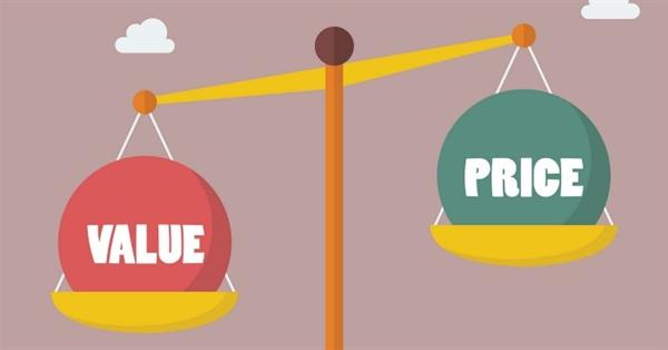 Rất nhiều cửa hàng khuyến mại đã nâng giá cao hơn thực tế rồi dùng chiêu giảm giá sâu để người dùng cảm thấy đó là một thỏa thuận hấp dẫn trong khi thực tế sản phẩm vẫn ở mức giá chưa giảm. Nguồn ảnh: Medium.
