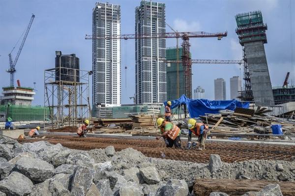 Dự án One Galle Face được phát triển bởi China Harbor Engineering tại Colombo, Sri Lanka, tháng 3.2018. Đây là một trong những dự án dựa trên Sáng kiến Vành đai con đường của Trung Quốc. Nguồn ảnh: Bloomberg.