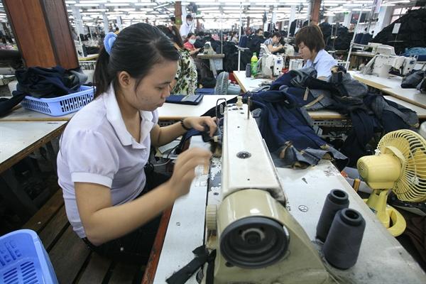 các doanh nghiệp cũng kì vọng vào các hiệp định thương mại được triển khai thực thi hiệu quả sẽ thu hút nhiều đơn hàng xuất khẩu từ các nước thành viên. Ảnh: QH
