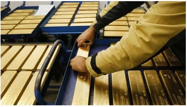 Đà tăng của giá vàng sẽ còn được hỗ trợ bởi tình hình bất ổn trên toàn cầu. Ảnh minh họa.