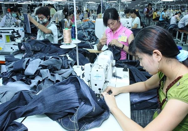 Xu thế tiêu dùng ít đi, sử dụng các mặt hàng cơ bản nhiều hơn, hạn mức mua sắm thấp đi… sẽ chi phối thị trường thời trang trong thời gian tới. Ảnh: QH