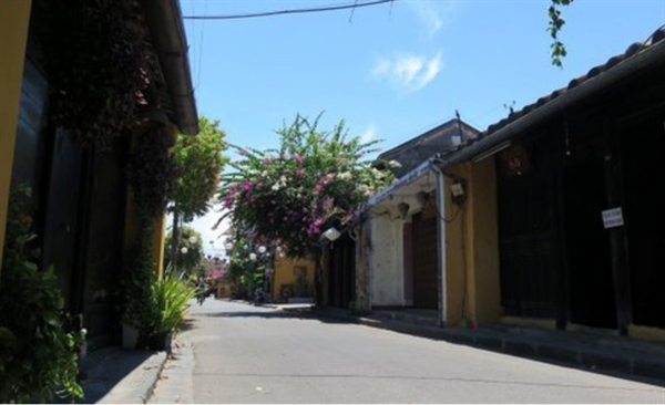 Major streets in Hoi An fall quiet after a local coronavirus case is confirmed