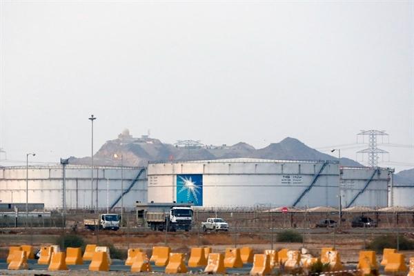 Bể chứa tại một nhà máy do Aramco vận hành ở Jeddah, Ả Rập Saudi. Chính phủ Ả Rập Saudi bắt đầu bán cổ phần trong công ty vào đầu tháng 12 năm ngoái. Nguồn ảnh: The New York Times.