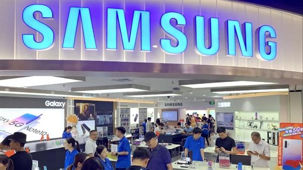 Một cửa hàng Samsung tại Quảng Châu, Trung Quốc. Điện thoại thông minh của Samsung từng là xu hướng ở Trung Quốc nhưng đã nhường chỗ cho các thương hiệu địa phương. Nguồn ảnh: Nikkei Asian Review.