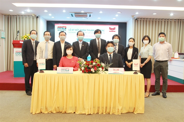 Lãnh đạo Kienlongbank và Công ty Yanmar Việt Nam thực hiện nghi thức ký kết hợp tác
