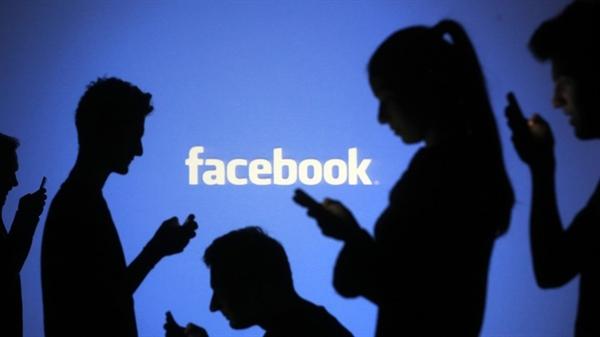 Quyết định của Microsoft thực sự trở thành một vấn đề đáng báo động đối với Facebook. Nguồn ảnh: Reuters.