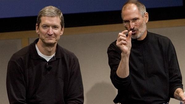 Ông Steve Jobs đã thuyết phục ông Tim Cook gia nhập Apple sắp phá sản bằng một suy nghĩ mạnh mẽ. Nguồn ảnh: INC.