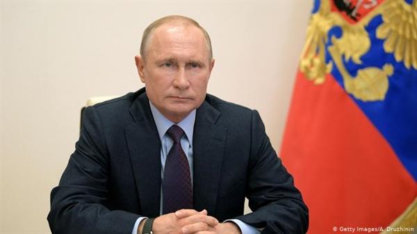 """Tổng thống Tổng thống Nga Vladimir Putin khẳng định: """"Tôi biết rằng nó có hiệu quả và hình thành khả năng miễn dịch bền vững"""". Nguồn ảnh: Deutsche Welle."""