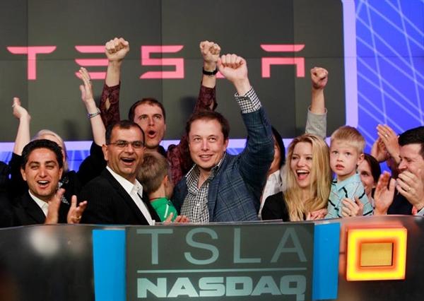 CEO Elon Musk của Tesla trong buổi khai mạc tại thị trường NASDAQ nhân kỷ niệm đợt chào bán cổ phiếu lần đầu ra công chúng của công ty tại New York ngày 29.6.2010. Nguồn ảnh: Reuters.