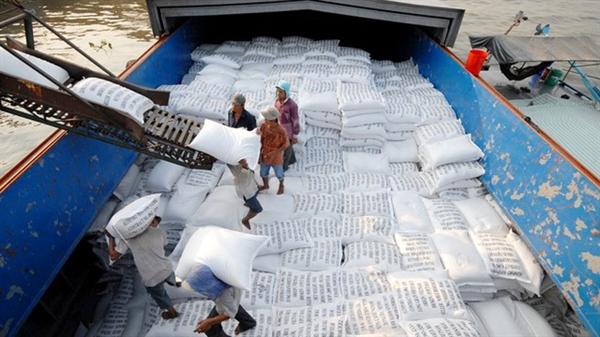 Giá giao dịch gạo 5% tấm của Việt Nam trên thị trường thế giới đang cao nhất, cao hơn gạo cùng loại của Thái Lan. (Ảnh minh họa: Dân trí)