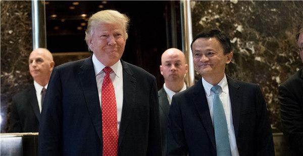 """Tổng thống Trump nói chuyện trìu mến với người sáng lập Alibaba ông Jack Ma, gọi ông là """"bạn của tôi"""" vào đầu năm nay sau khi tỉ phú Trung Quốc thông báo sẽ quyên góp vật tư để chống lại đại dịch COVID-19 ở Mỹ. Nguồn ảnh: CD."""
