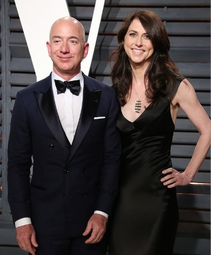 Tỉ phú Jeff Bezos và vợ cũ Mackenzie Bezos hoàn tất vụ ly hôn vào tháng 7.2019. Nguồn ảnh: Daily Mail.