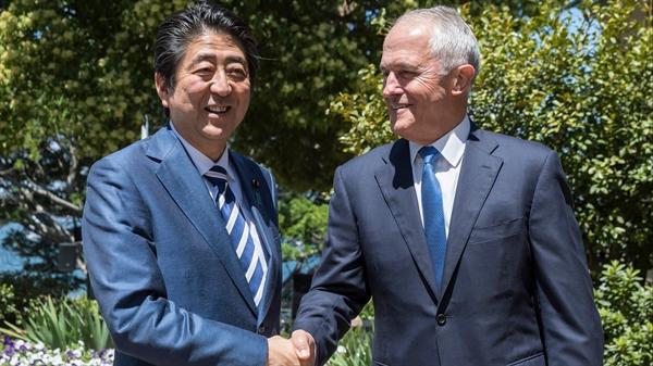 Thủ tướng Shinzo Abe cam kết: ngay cả sau khi Tổng thống Donald Trump rút khỏi, chúng tôi đã đồng ý giữ cho TPP tồn tại bởi các nước còn lại. Nguồn ảnh: AP.