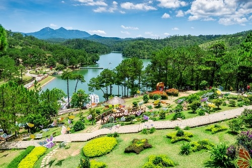 The Valley of Love is a picturesque valley of rolling hills with a lake as its centerpiece, serving as a romantic getaway for locals and tourists. The scenic green hills surrounding the lake are covered in gorgeous pine forests.