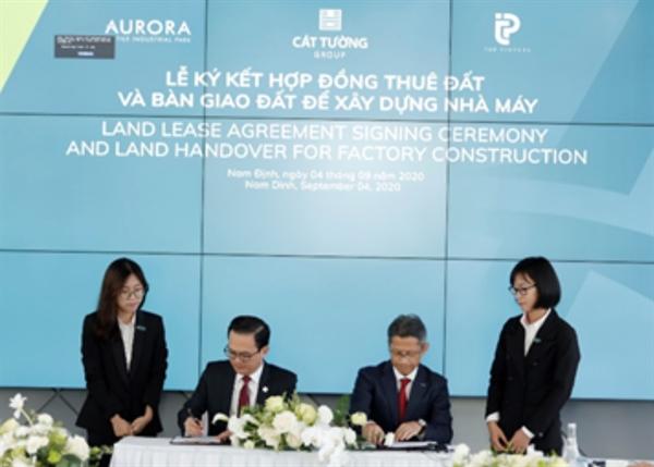 Lễ ký kết hợp đồng thuê và bàn giao đất xây dựng nhà máy của Tập đoàn địa ốc Cát Tường