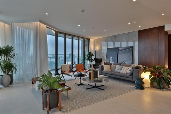 Hai năm trước, 6 căn penthouse City Garden được kiến trúc sư lừng danh Koos De Keijzer cùng các cộng sự của DKO thiết kế từng được giới tinh hoa săn đón.