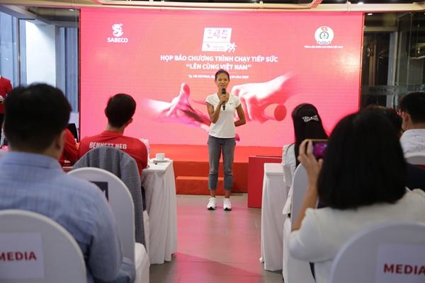 Chị Nguyễn Linh Chi chia sẻ niềm tự hào khi được chung tay góp sức cùng chương trình. Nguồn ảnh: Phương Quỳnh.