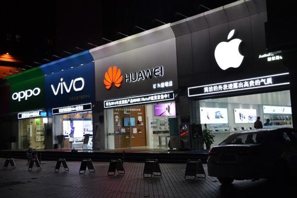 Năm 2021, tất cả đối thủ của Huawei như Samsung, Oppo, Vivo, Xiaomi và Apple,  mỗi bên hi vọng giật từ 20 tới 30 triệu khách hàng của Huawei. Nguồn ảnh: Genk.