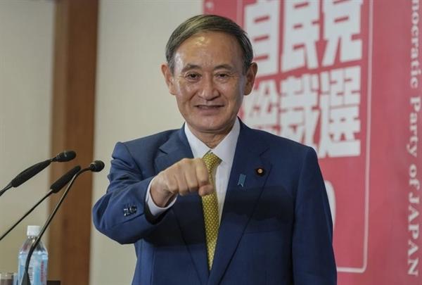 ông Yoshihide Suga cam kết theo đuổi nhiều chương trình tương tự, bao gồm cả chiến lược kinh tế