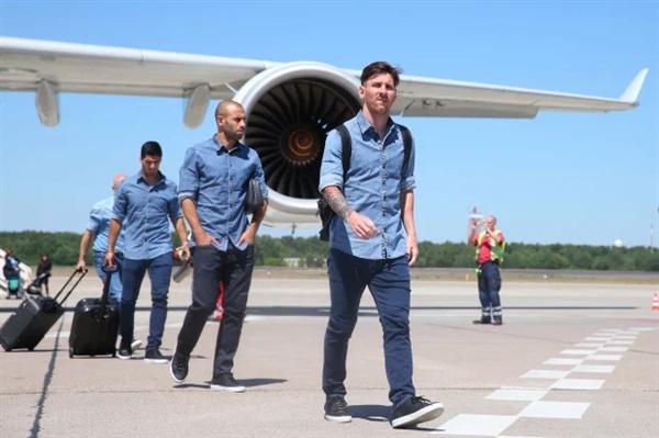 Lionel Messi là ngôi sao được trả lương cao nhất tại Barcelona. Nguồn ảnh: The Sun.