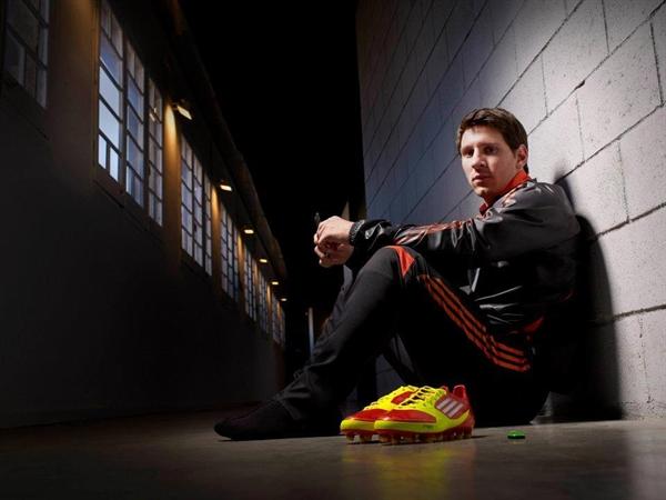 Messi có hợp đồng trọn đời với Adidas trị giá 9 triệu bảng mỗi năm. Nguồn ảnh: The Sun.