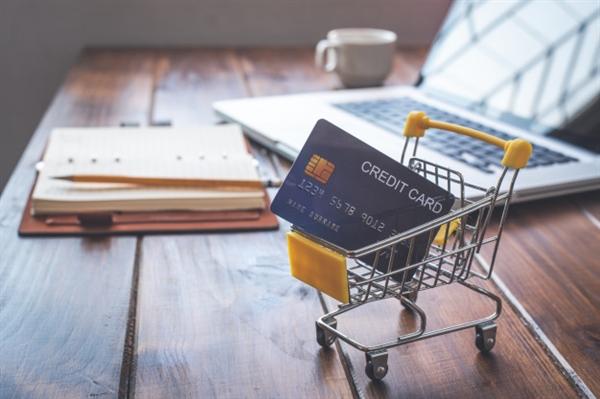 Sử dụng thẻ tín dụng thông minh là khi bạn thanh toán số dư đúng hạn. Ảnh minh họa: Freepik.