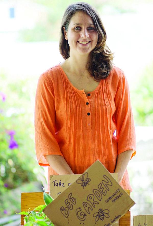 Sáng lập nên phiên chợ là Leoni Hapunkt, cô gái người Đức từng sống ở nhiều quốc gia với các dự án thiện nguyện liên quan đến nông nghiệp. Nguồn ảnh: TL.
