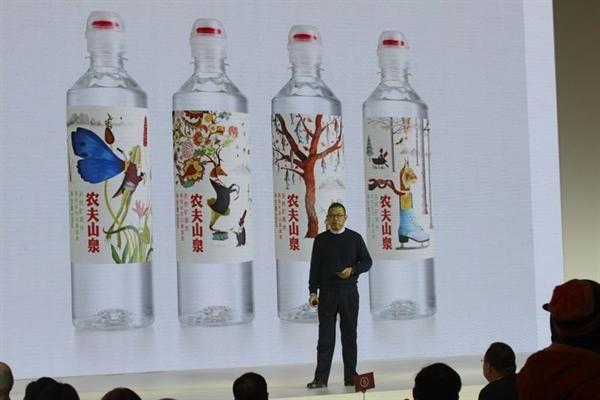 Tỉ phú Zhong Shanshan hiện dẫn đầu bảng xếp hạng tỉ phú ở Trung Quốc, vốn bị chi phối bởi các đại gia trong lĩnh vực công nghệ hay bất động sản. Ảnh: Bloomberg