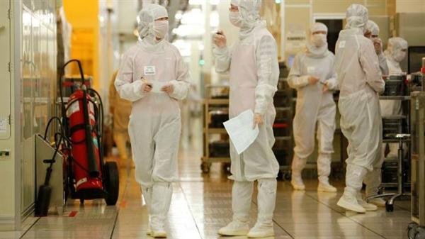 """Hôm 25.9, Bộ Thương mại Mỹ tuyên bố: việc xuất khẩu cho Tập đoàn Quốc tế Sản xuất Chất bán dẫn (SMIC) gây ra """"rủi ro không thể chấp nhận được"""" khi bị chuyển hướng sang """"mục đích sử dụng cuối cùng trong quân sự"""". Nguồn ảnh: Bloomberg."""