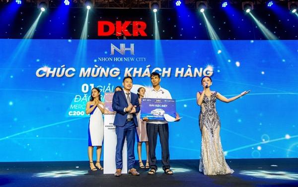 Tập đoàn Danh Khôi trao tặng giải đặc biệt cho khách hàng may mắn khi mua sản phẩm của dự án Nhơn Hội New City - Phân khu 2.