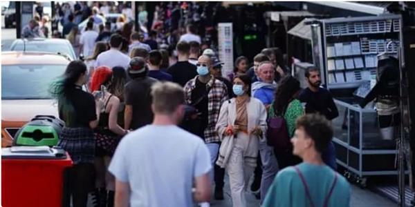Người da đen, người châu Á và các cộng đồng dân tộc thiểu số khác có nguy cơ gặp các vấn đề tài chính và nợ gia tăng do cuộc khủng hoảng kinh tế COVID-19 gây ra cao hơn nhiều so với cộng đồng dân cư rộng lớn khác. Nguồn ảnh: The Guardian.