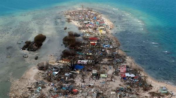 Một thị trấn ven biển bị tàn phá bởi siêu bão Haiyan ở tỉnh Samar, Philippines. Nguồn ảnh: Reuters.