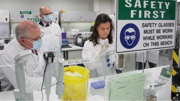 Thủ tướng Úc Scott Morrison tại phòng thí nghiệm của AstraZeneca ở Sydney vào tháng trước. Nguồn ảnh: The Sydney Morning Herald.