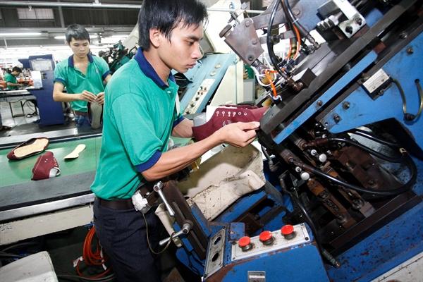 Việt Nam có triển vọng phục hồi kinh tế tươi sáng nhất và là nền kinh tế duy nhất ở khu vực đạt mức tăng trưởng dương trong năm 2020 tại khu vực Đông Nam Á. Ảnh: QH