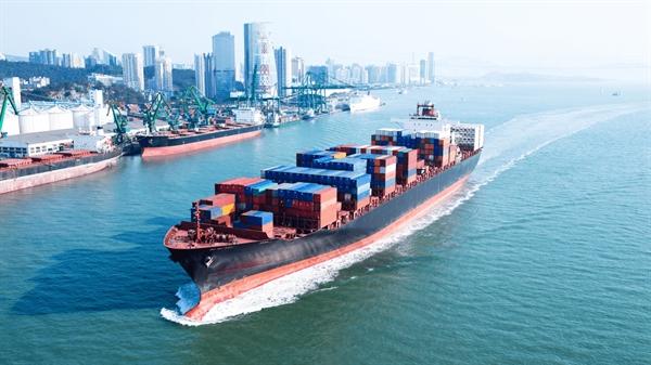 Năm 2017, 3 liên minh toàn cầu hiện kiểm soát 85% công suất trên khắp Thái Bình Dương và gần như toàn bộ công suất giữa châu Á và châu Âu đã ra đời. Nguồn ảnh: Marine Traffic.