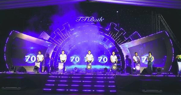 Ban lãnh đạo sứ Thiên Thanh thực hiện nghi thức kỷ niệm 70 năm thành lập.