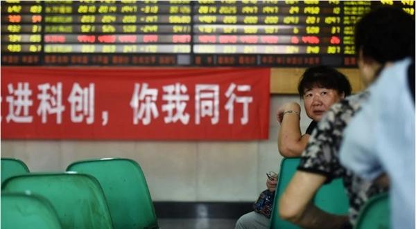 Tổng vốn hóa thị trường của Trung Quốc hiện chỉ kém mức cao nhất mọi thời đại khoảng 10 tỉ USD. Nguồn ảnh: AP.